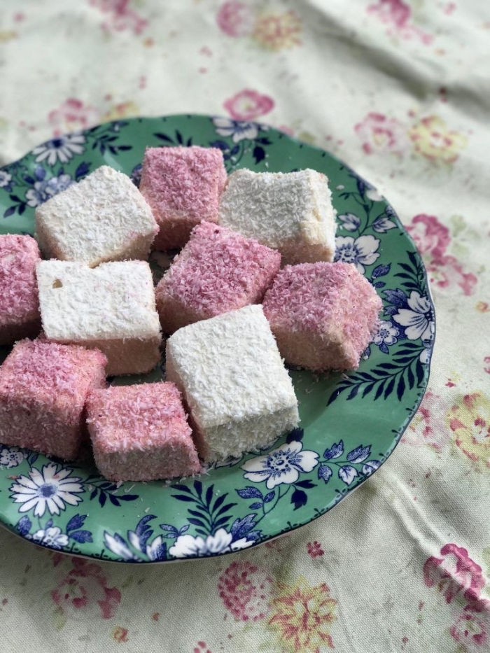 comment préparer de la guimauve recette nature ou à saveur rose, idée de confiserie traditionnelle faite-maison