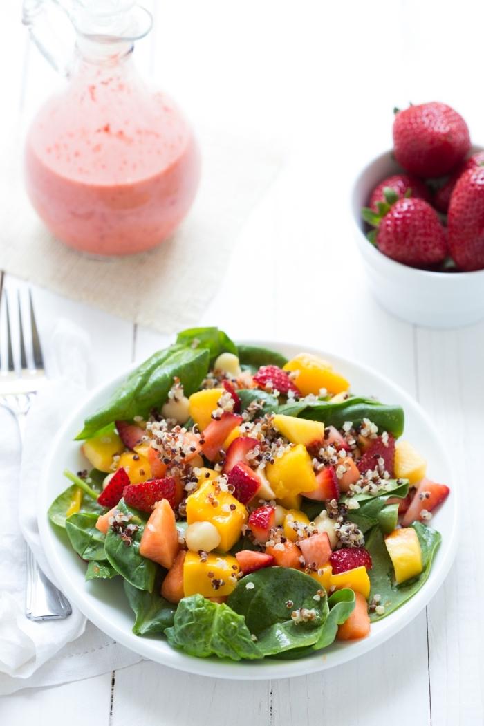 recette de sirop salade de fruits, salade originale d'épinards, fraises, mangue, papaye et nectarine, à la vinaigrette aux fraises et gingembre