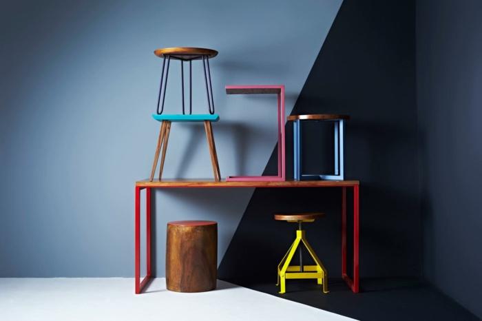 meuble relooké, comment repeindre un meuble sans le poncer, petits tabourets aux pieds en métal colorés en jaune, rouge, fuchsia et bleu