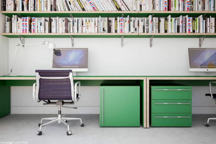 meuble relooké avec de la peinture verte, espace de travail avec un grand plan de travail peint en vert, un meuble en bois avec des ordinateurs Apple