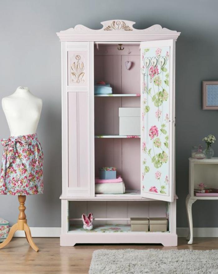 customiser meuble, armoire chambre de jeune fille en style romantique, tapis couleur blanc crème, meuble bas blanc en style Voltaire