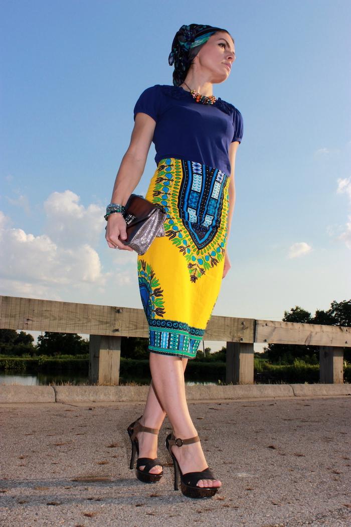 robe senegalaise tube crayon jaune et bleu avec tee shirt marine