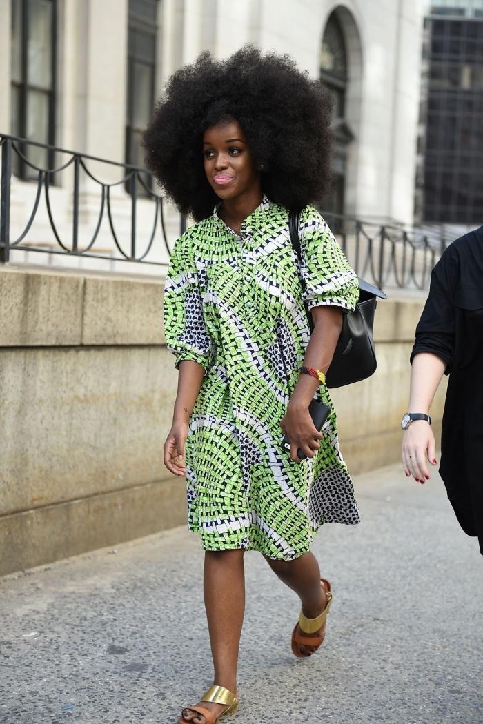 une robe africaine moderne à coupe fluide et à motifs vert anis pour une tenue ethnique, chic et confortable