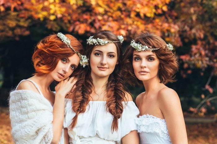 idée de coiffure mariage avec nattes en épi de coté, couronne de fleurs blanches, robes de mariées simples