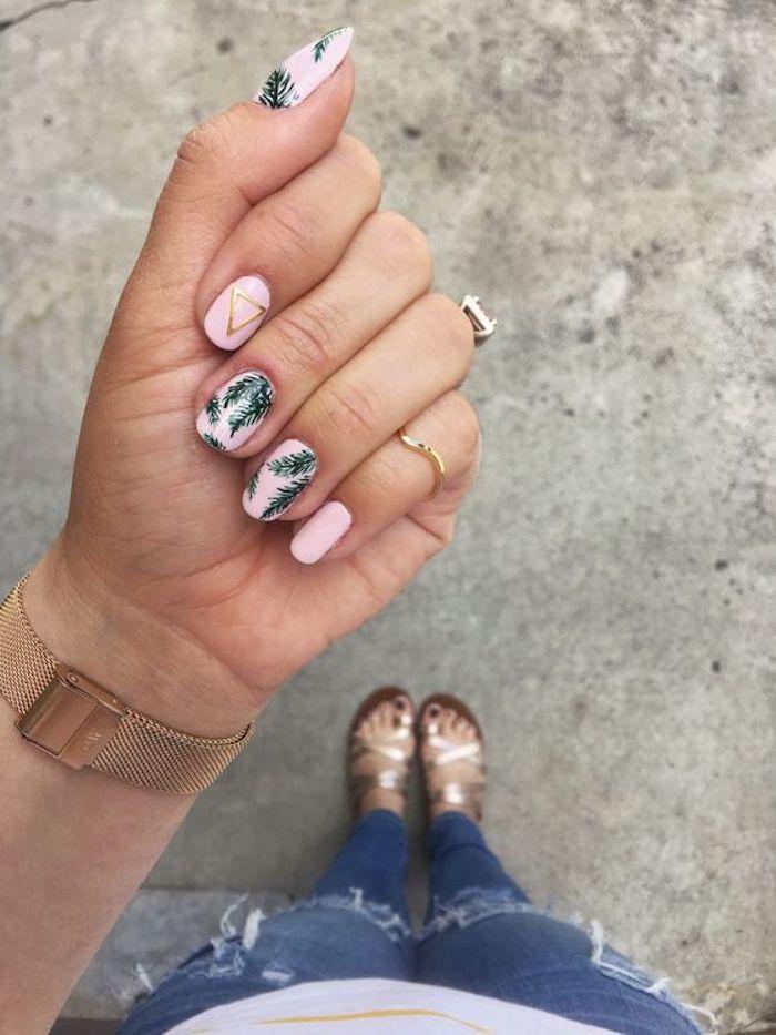 Dessin ongle, idee ongle pour femme, deco tendance été 2018 exemple deco ongles, ongles roses avec vert feuilles tropiques