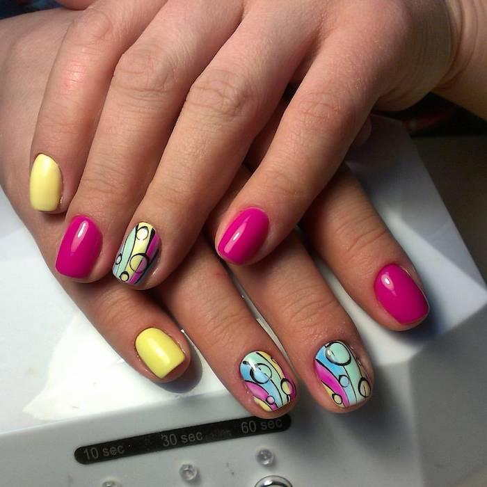 Coloré manucure couleur, ongle gel couleur, deco ongle en gel, design simple et beau