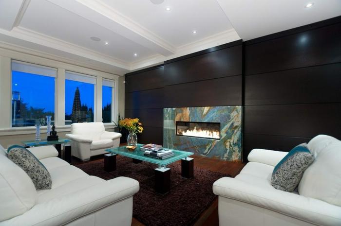 séjour moderne couleur wengé, fauteuils blancs, table basse verre, cheminée murale