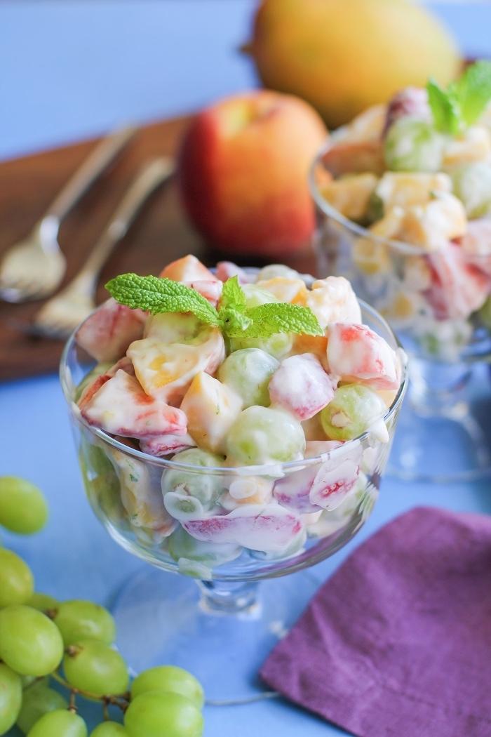 recette de salade de fruits fraîche et healthy, à la sauce de noix de coco et citron, dessert original pour bien finir un repas d'été