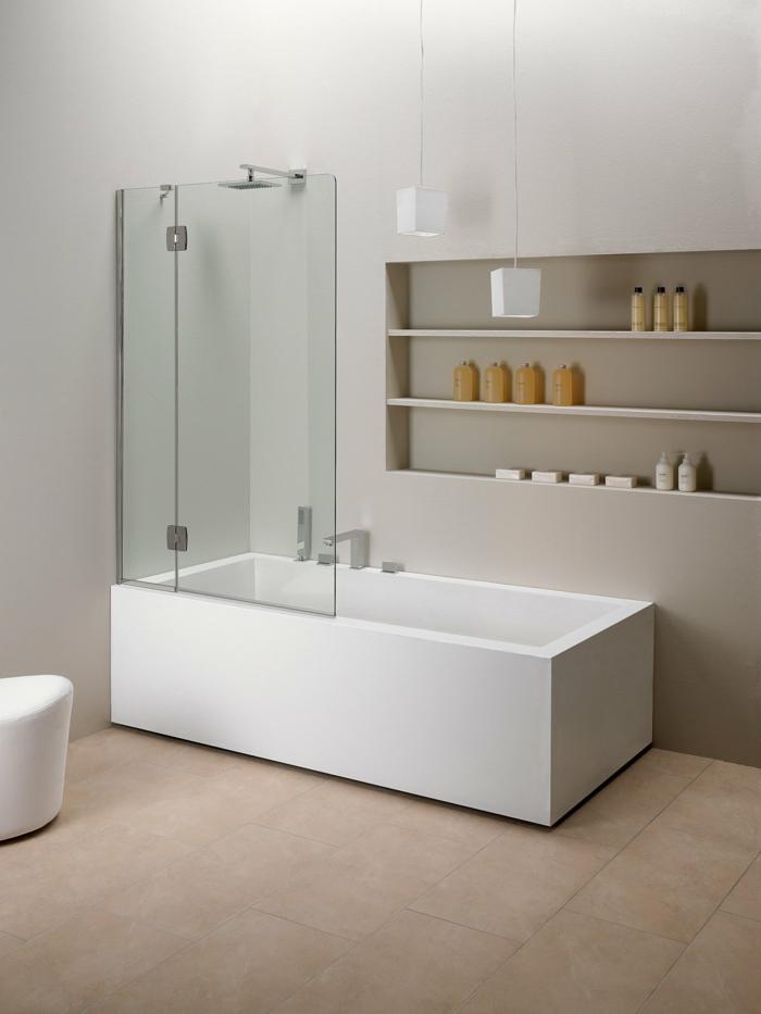 verriere salle de bain, salle de bain avec verrière, baignoire rectangulaire aux angles droits, meubles aux murs gris clair, verriere douche