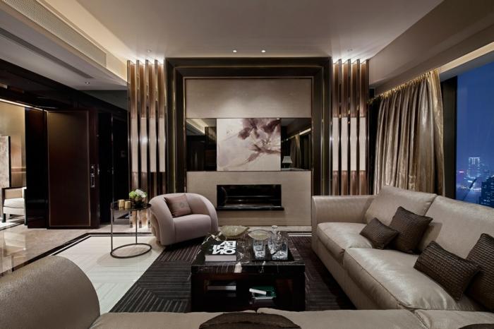 déco couleur wengé dans un séjour moderne, canapés gris, plafond blanc, grande cheminée