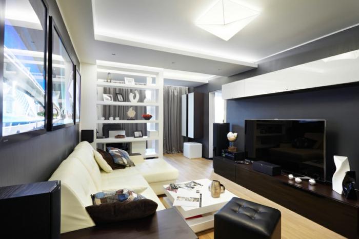 intérieur en noir et blanc, sofa noir, table basse blanche, meuble wengé, grandes fenêtres