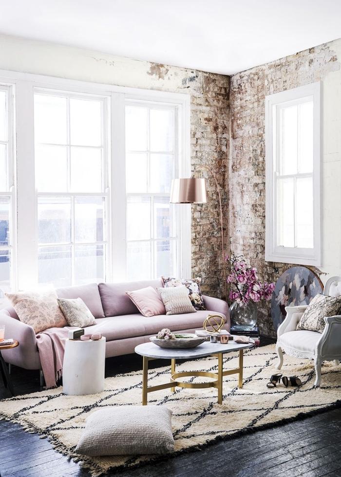 salon féminin le style scandinave et la chaise shabby chic font un bon ménage