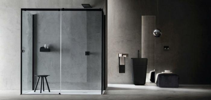 douche italienne avec verriere interieure coulissante, cabine taille moyenne avec des éléments en métal noir, tabouret en bois peint en noir