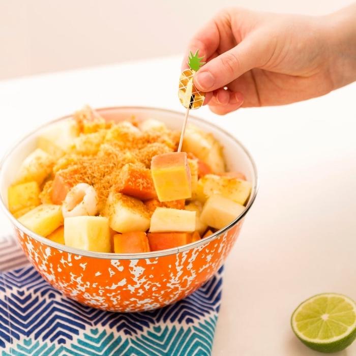 recette de sirop pour salade de fruits de papaye, mangue et ananas, une salade fraîcheur de fruits tropicaux avec lait de coco et jus de citron