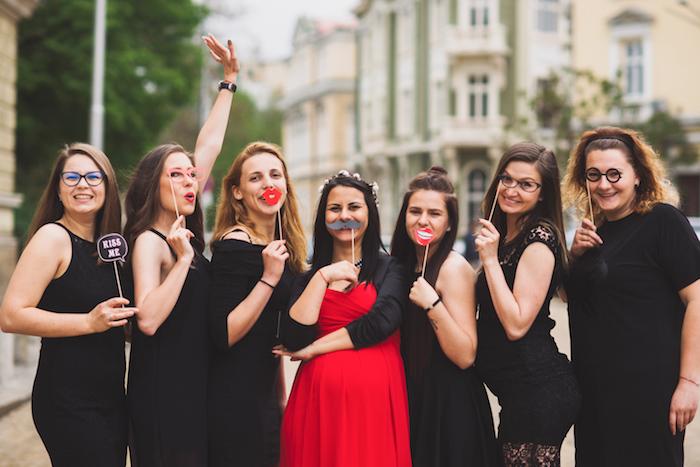 Jeux enterrement de vie de jeune fille activité evjf simple à organiser fête amies party dans la ville soirée féminine