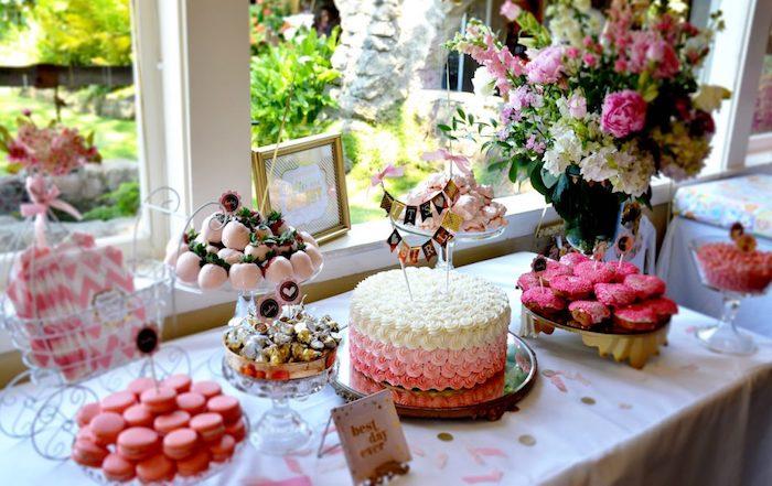 gateau naissance baby shower gateau choisir le gateau pour femme enceinte macarons roses adorable table bien decoree