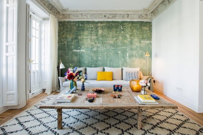 style vintage avec éléments traditionnels pour déco de salon chaleureux et stylé, modèle de tapis graphique en blanc et noir