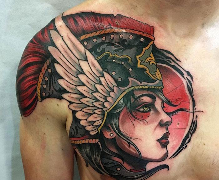 tattoo epaule homme valkyrie et poctoral tete de guerriere avec casque en couleurs pourpre