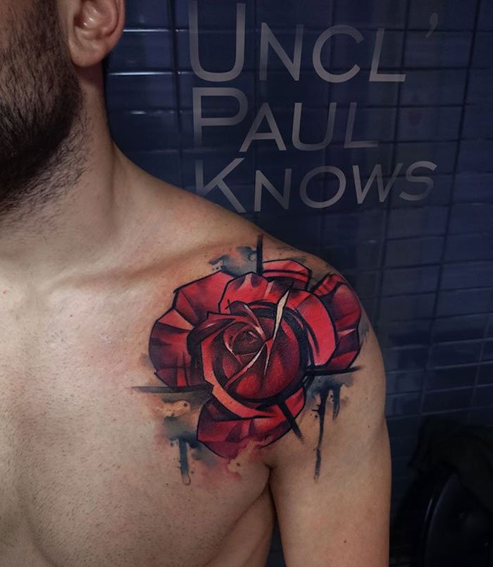 photo exemple de tattoo rose epaule rouge abstrait aquarelle homme