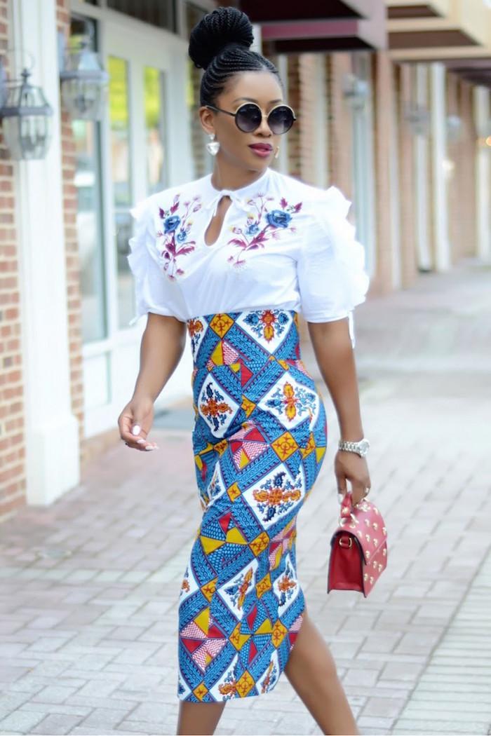 vetement africain pour femme style tailleur jupe tube étroite avec imprimé wax bleu et haut blanc