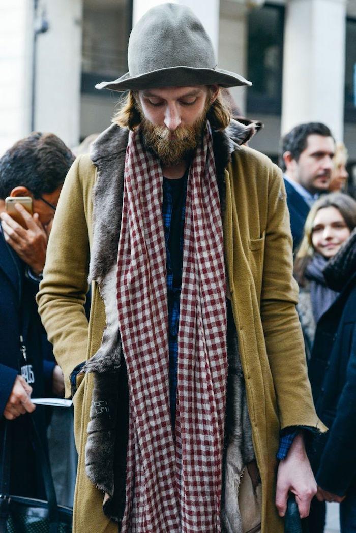 exemple de veste homme décontracté boheme champetre avec barbe hipster et echarpe