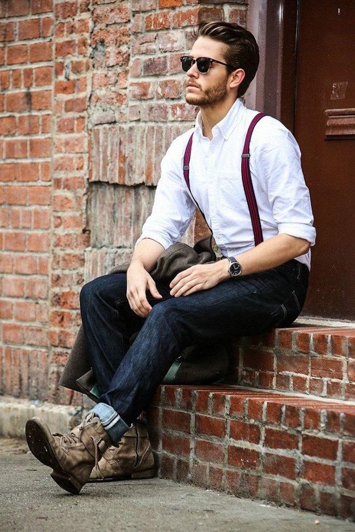 tenue homme mariage decontracte bohème chic avec jean brut boots chemise blanche et bretelles bordeaux