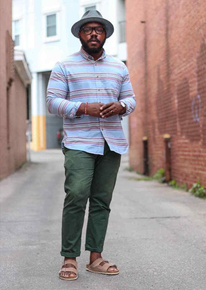 style casual chic décontracté homme pour vacances d'été avec chemise en lin et chino en coton vert foncé