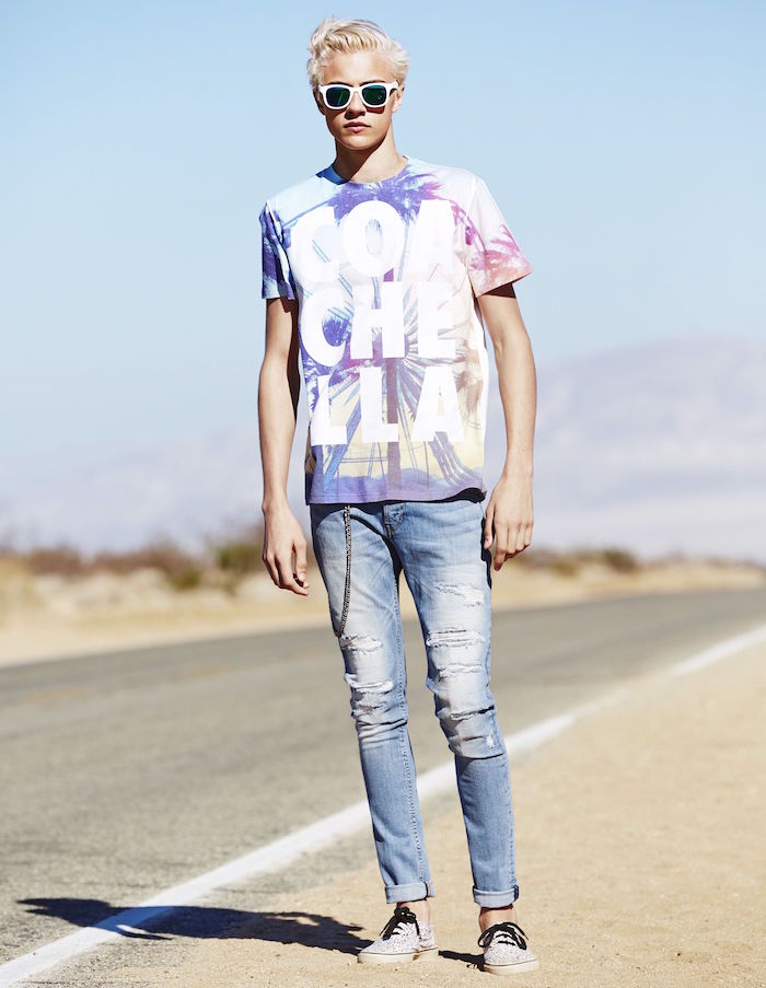 tenue coachella homme avec tee shirt retro jean slim et coloration blond platine