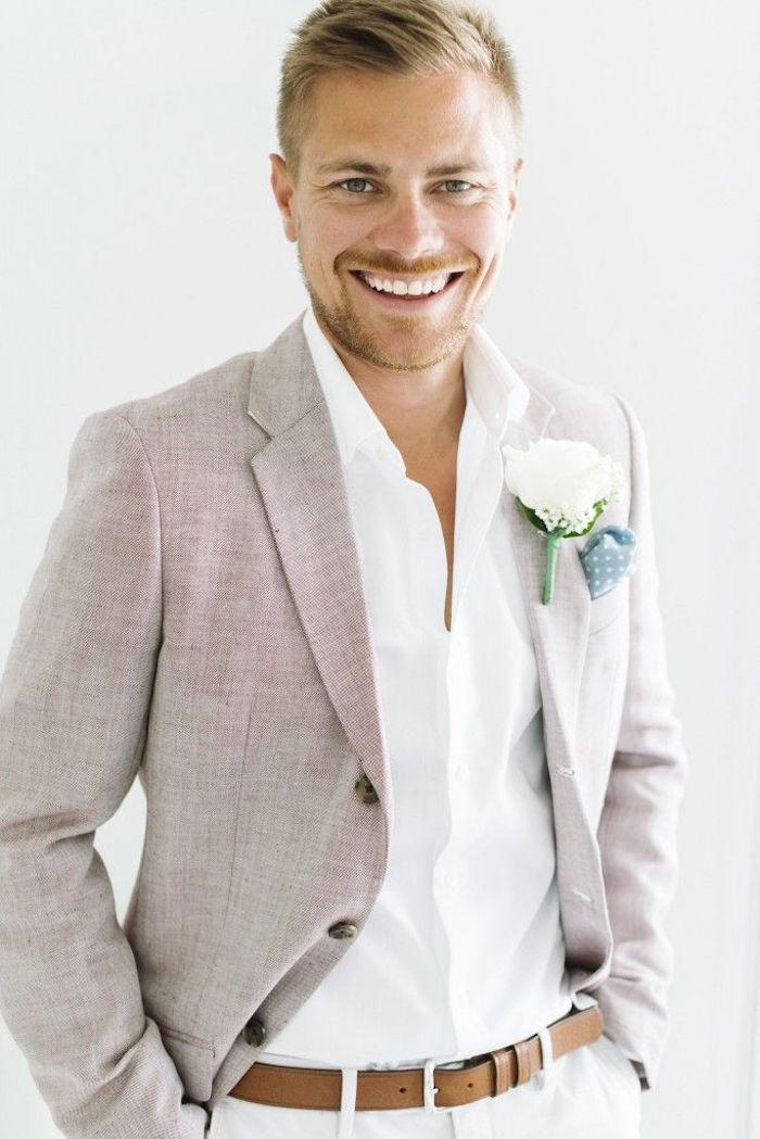 tenue mariage invité homme relax chic avec pantalon et chemise clairs pour été