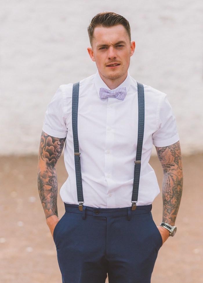 costume homme mariage champetre chic d été style hipster avec pantalon bleu marine et bretelles