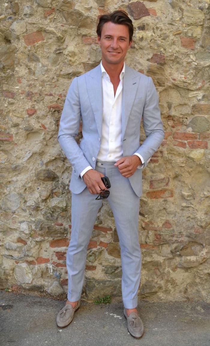 tenue mariage homme avec costume gris slim décontracté et chemise blanche