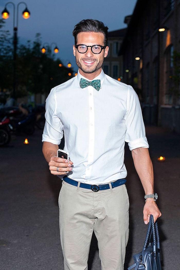 tenue boheme chic homme pour mariage décontracté simple chino beige et chemise et papillon vert