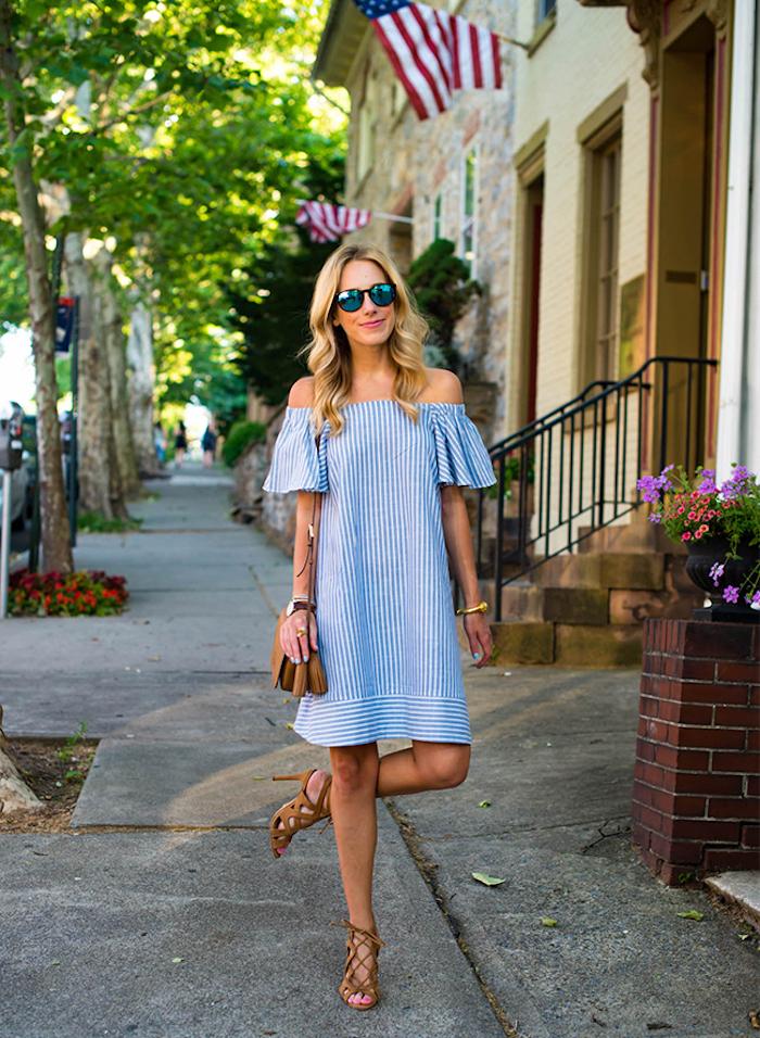 Tenue femme pour vacances promenades robe courte épaules dénudées robes décontractée chic pour mariage robe blanche et bleu rayé chic