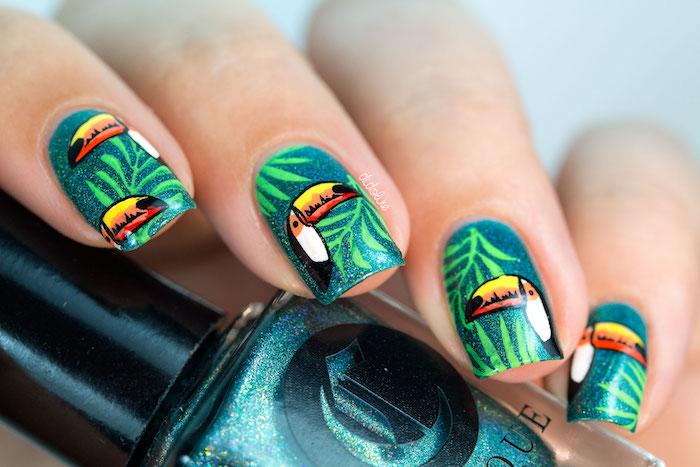 Motif ongle tropique pour l'été de 2018, manucure couleur vert avec dessin de toucan, modele ongle nail art, décoration pour gel ongle