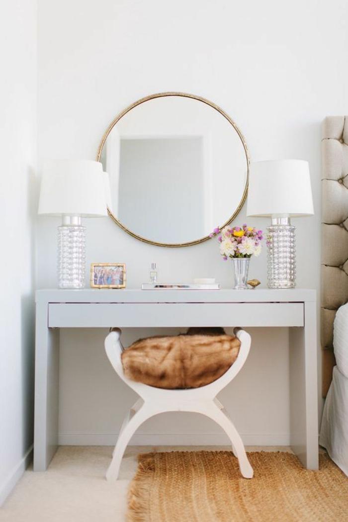 renover meuble bois, peinture meuble bois sans poncer, boudoir femme, meuble toilette en gris pastel avec tabouret vintage blanc, tapis couleur caramel