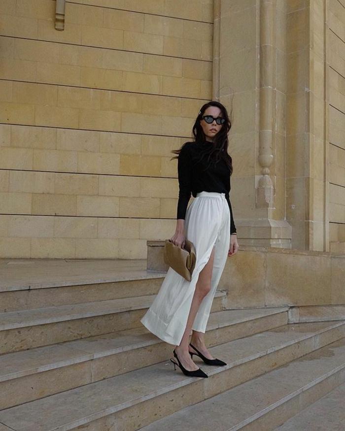 jupe longue chic, escarpins noirs, top noir manches mi-longues, sac couleur taupe