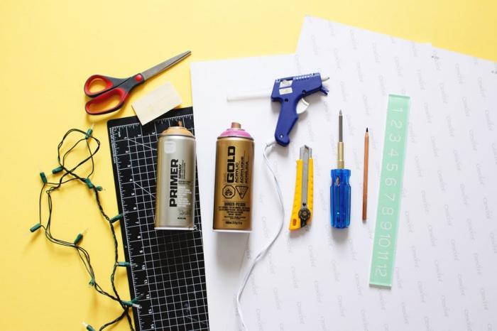 idée objet décoratif pour une chambre fille DIY, comment faire une lampe flamant rose en carton et guirlande lumineuse