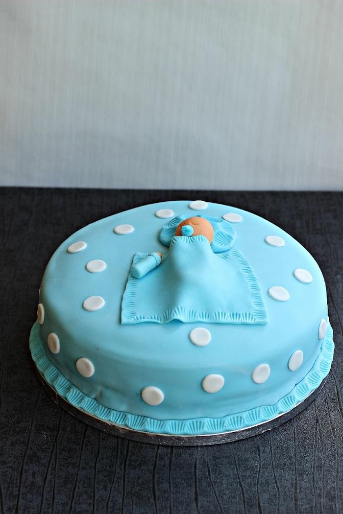 Bébé dans son lit deco baby shower garcon naissance cupcake baby shower cool idée déco