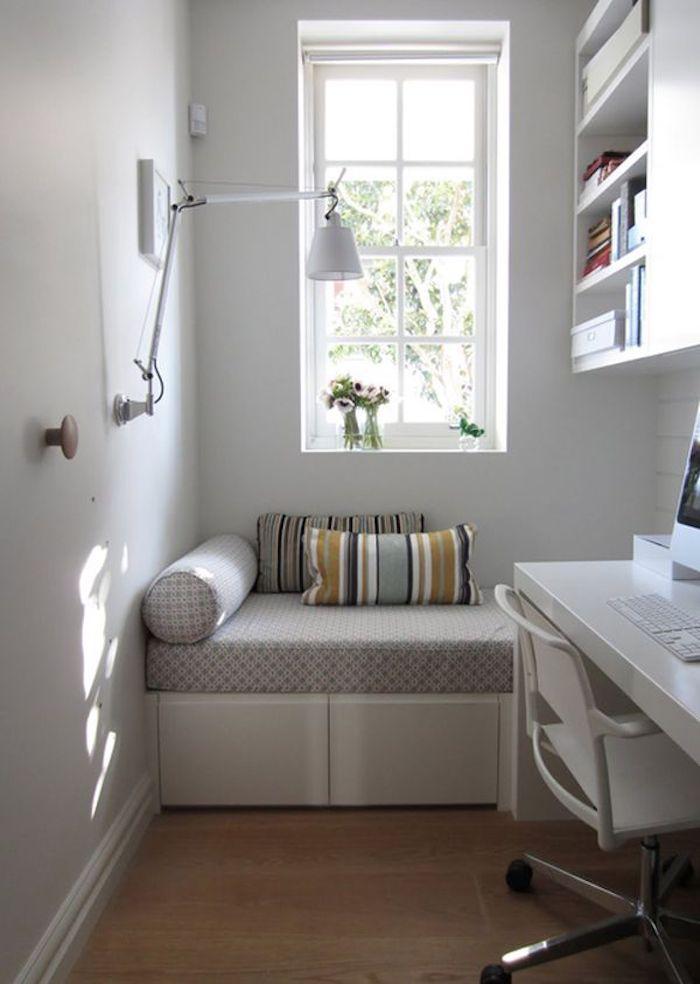 Coin de lecture avec canapé, idée déco petite chambre ado, aménager une chambre de 10m2 fonctionnelle