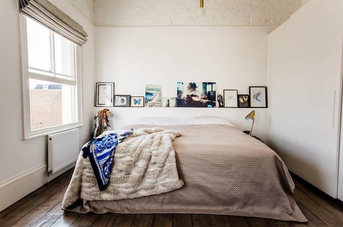 Deco chambre simple, lit, rangement avec photos, deco chambre moderne étroite mais belle