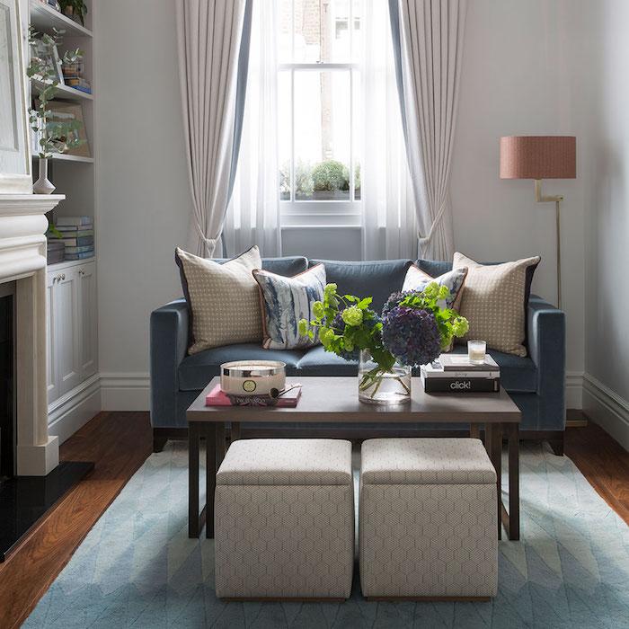 Déco salon cocooning amenagement salon lux intérieur chic couleur oreillers originales tapis bleu et blanc