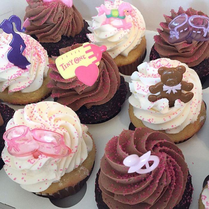 Cupcakes pour bébé shower, adorable idée comment décorer des gateaux individuelles