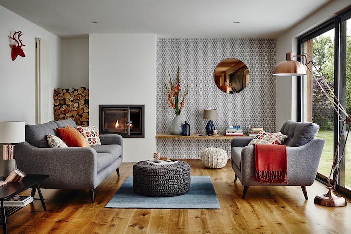 Salon cosy comment aménager son salon quelle couleur pour le salon lampe tactile cuivre chouette cheminée cosy