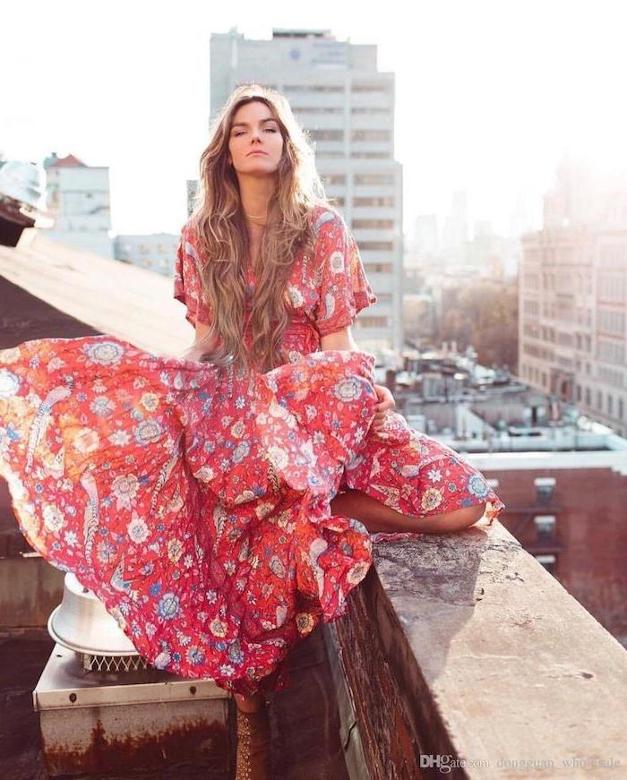 Idée robe pour mariage bohème chic quelle robe mariage champêtre fleurie longue rouge à fleurs