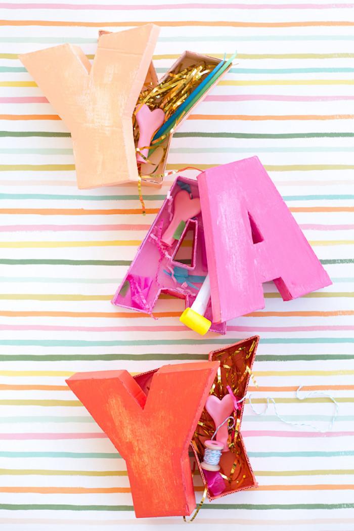 Une deco anniversaire fille decoration de table pour anniversaire cool idée lettres colorés