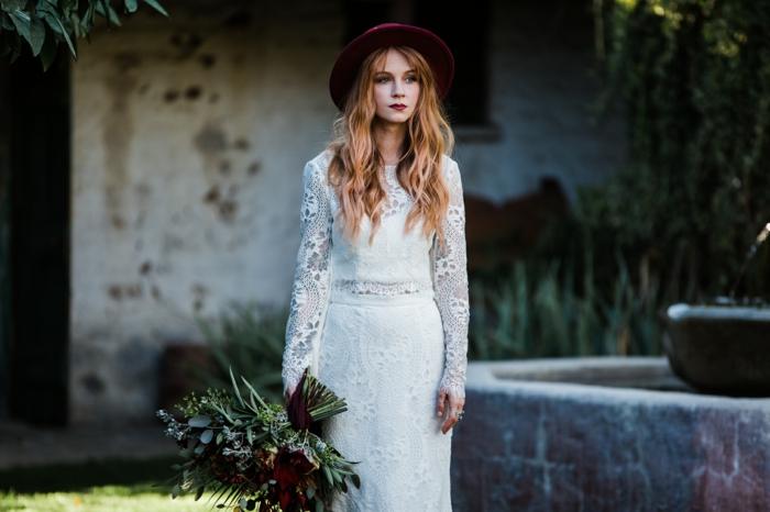 robe boheme longue, robe boheme blanche, vetement boheme romantique en dentelle blanche, capeline en velours bordeaux