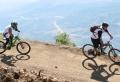 Le vélo, compagnon des vacances sportives et ludiques