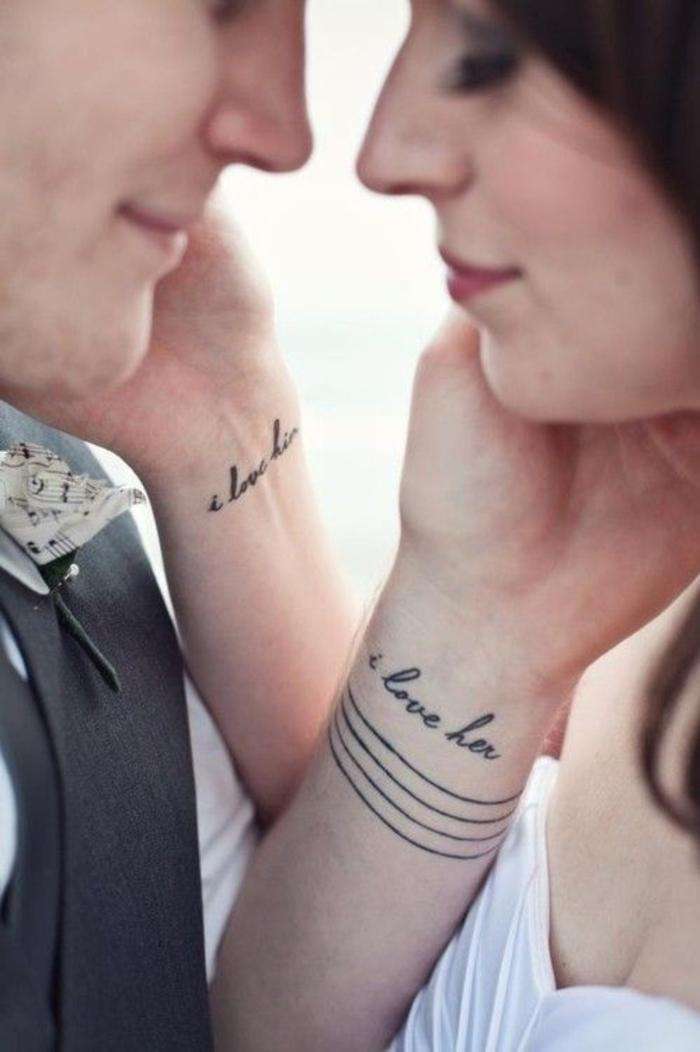Superbe tatouage phrase je t'aime, tatouage de couple marié, tatouage amour et fidélité sur le poignet