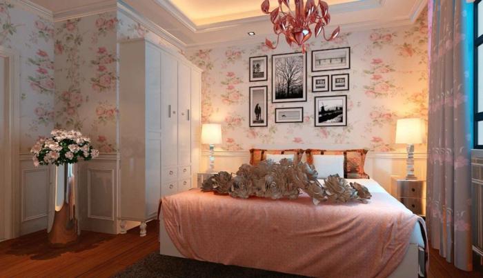 deco chambre moderne, papier peint floral, literie rose, photographies encadrées