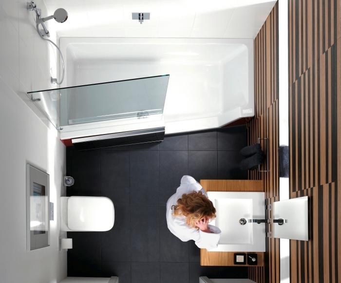 idée pour aménagement petite salle de bain 2m2 avec petite baignoire douche, quelles couleurs pour une déco moderne
